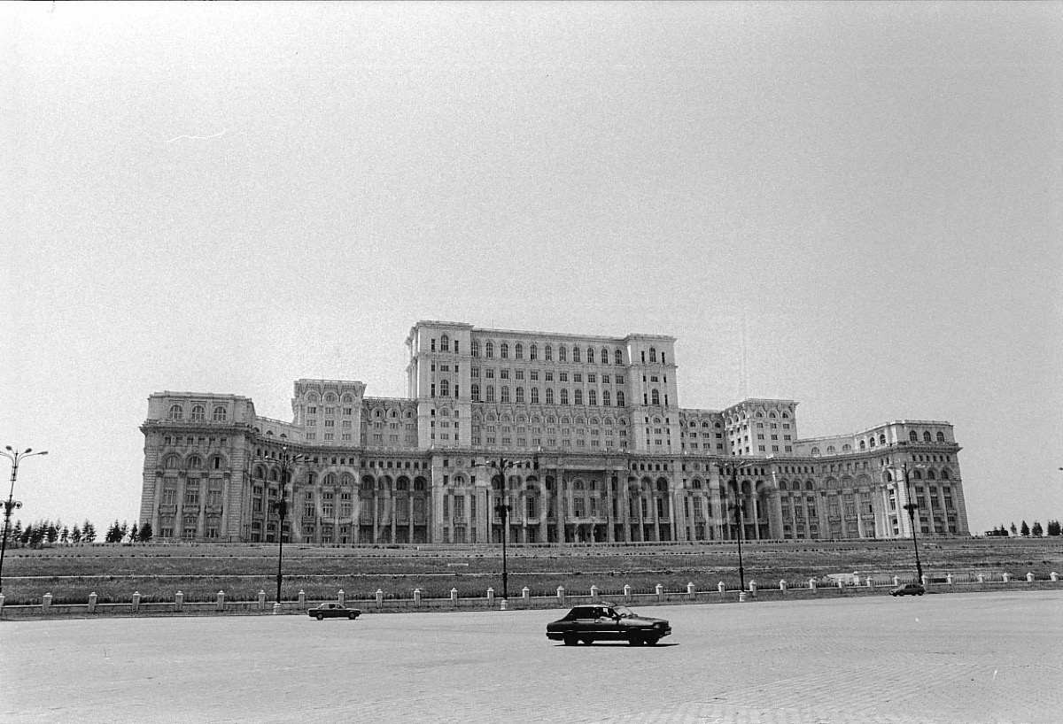 Palais du Parlement/Palace of the Paliament, Bucharest (RO), 07.1997