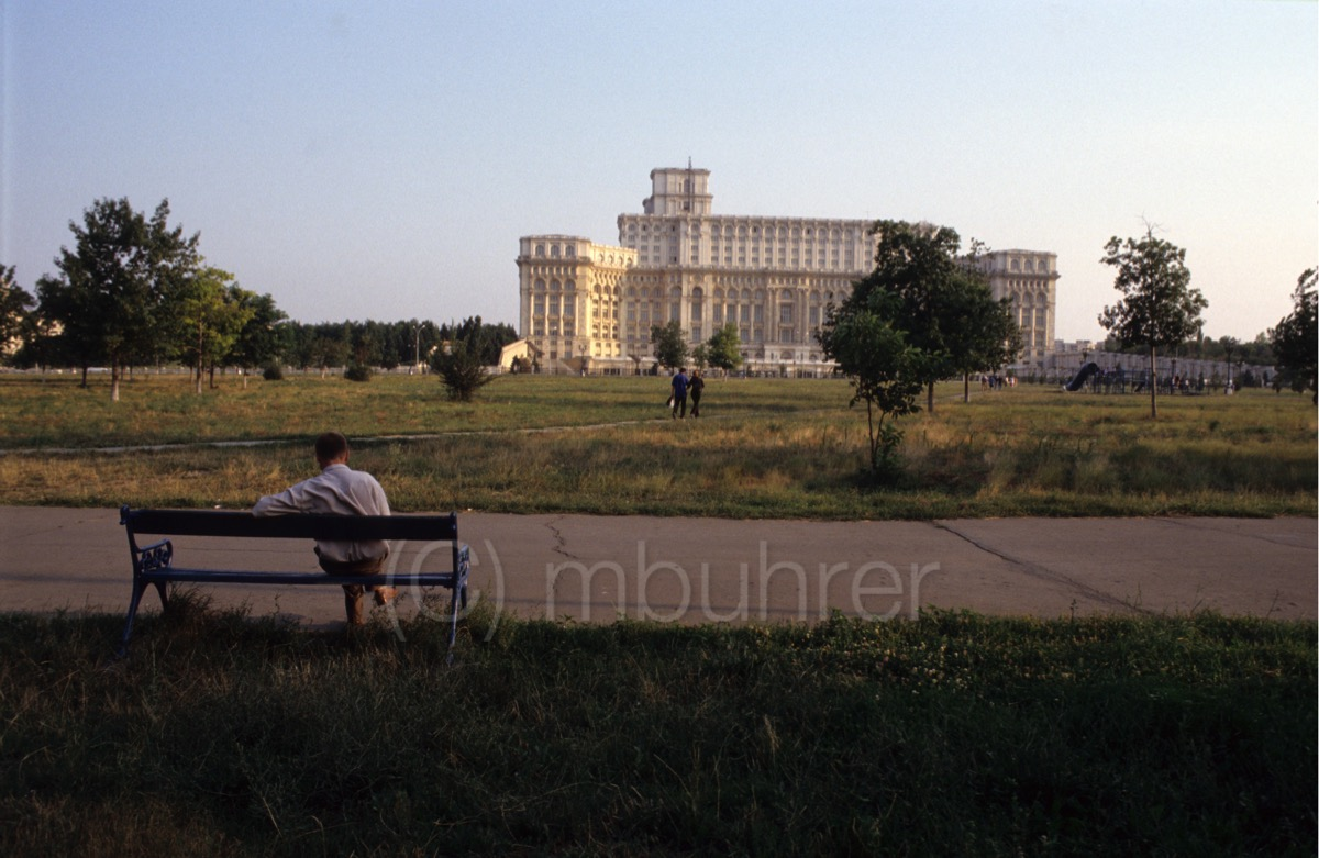 Le Palais du Parlement, Bucarest/Palace of Parliament, Bucharest, (RO), 07.2004