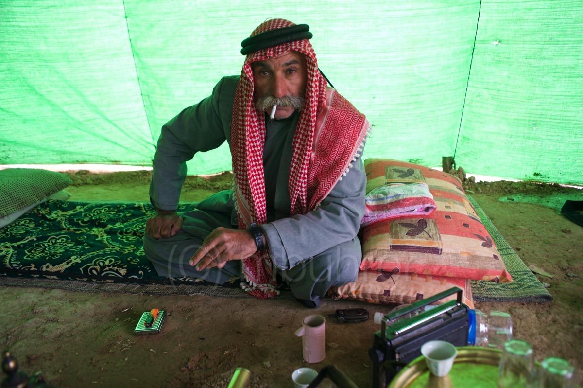 Sheikh Sayeh Al Turi, chef du village bédouin d'Al Arakib, résistant à la destruction par Israëel/Sheikh Sayeh Al Turi, head of Al Arakib bedouin village, resisting destruction by Israel. Negev (IL)